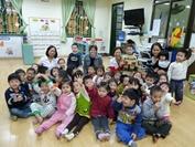 Action humanitaire dans un centre pour enfants