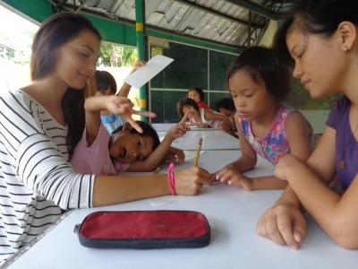 Volontariato con i bambini nelle Filippine