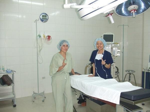 ボリビアの医療プロジェクトの活動先の病院で活動する医療インターン