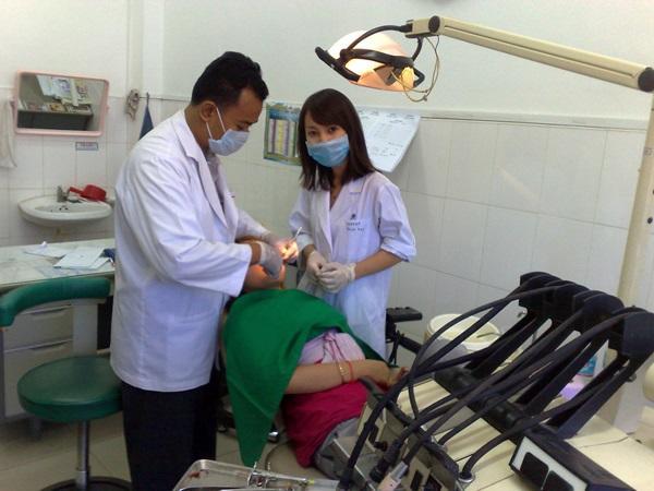 カンボジアの医療プロジェクトで活動するプロジェクトアブロードのインターン