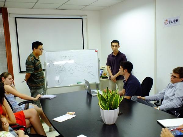 中国のビジネスインターンシップでのミーティング