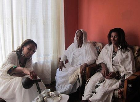 エチオピアでコーヒーセレモニーを体験