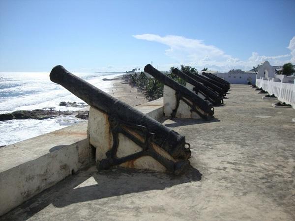 かつて奴隷貿易に使われたガーナの要塞跡