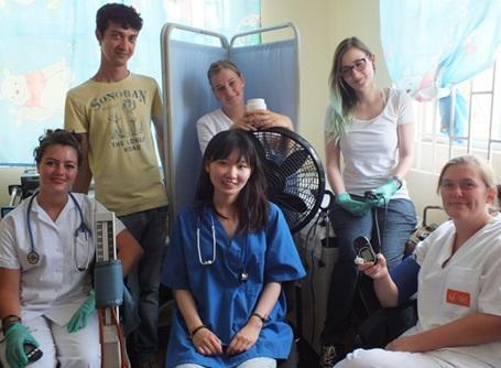 医療プロジェクトでジャマイカの病院で活動しているインターン