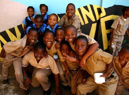 教育プロジェクトの活動先の学校の生徒たち