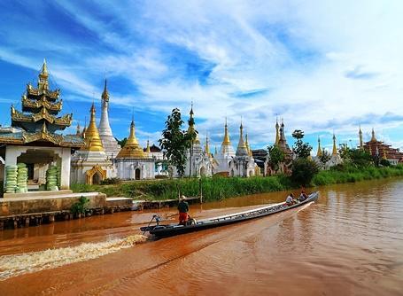 東南アジアで海外ボランティア ミャンマーの川下りから見る仏教寺院