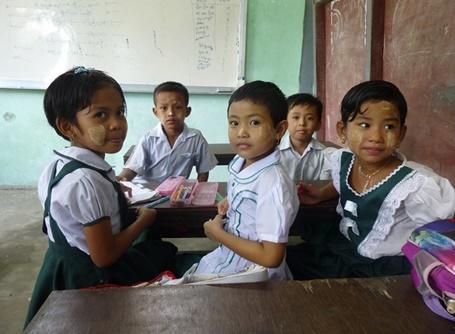 学校教育に貢献する海外ボランティア ミャンマーの児童たち