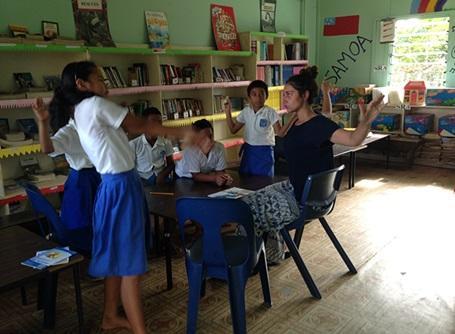 サモアの小学生と遊ぶプロジェクトアブロードのケアボランティア