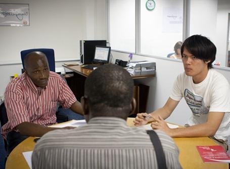 クライアントの対応をするプロジェクトアブロードの法律人権インターン