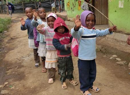 プロジェクトアブロードが活動するケアセンターの子供たち