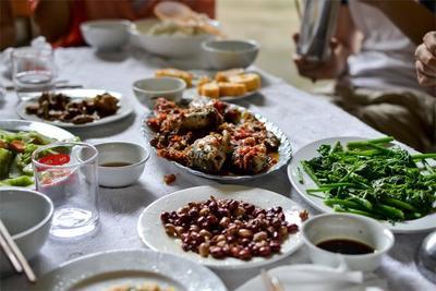 ベトナム ビジネスインターンシップ活動先マイチャウでの昼食