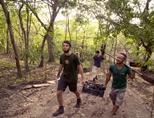 카라 혼다 국립공원의 환경보호 봉사자들과 직원들