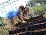 하이랜드 영아원에서 활동하는 자원봉사자들