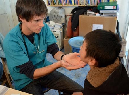 대외의료활동의 봉사자