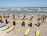남아공 서핑 프로젝트에서 연습하고 있는 아이들
