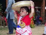 Meisje in lokale kledij tijdens het Bengali Nieuwjaar in Bangladesh
