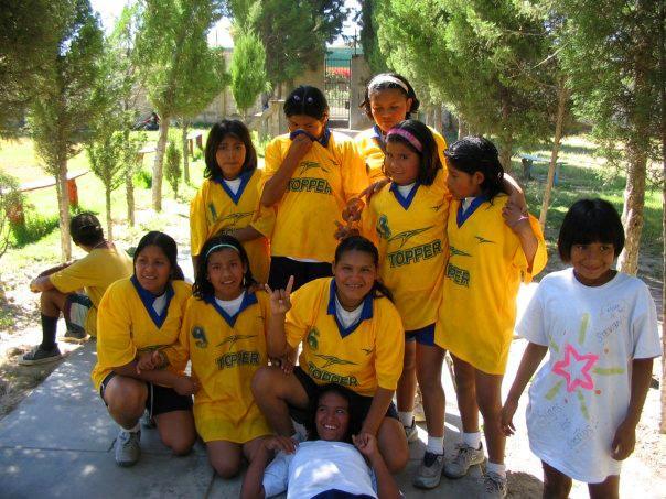 Boliviaans voetbalteam bij het sport project