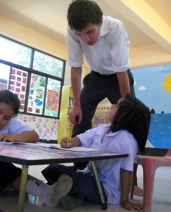 Projects Abroad vrijwilliger bij een lesgeef project in Phnom Penh, Cambodja