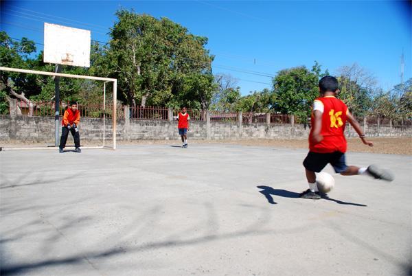 Kinderen op een sport project in Costa Rica