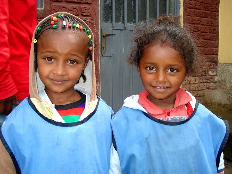 Ethiopische meisjes bij een sociaal project