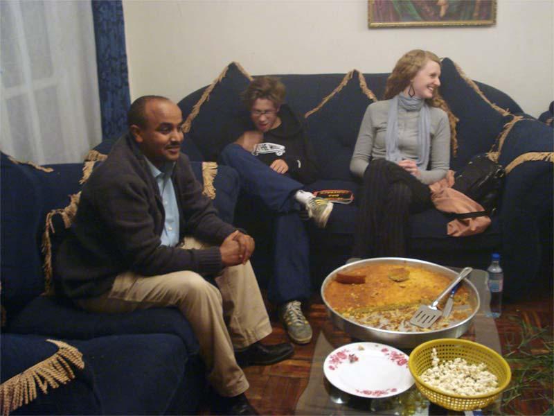 Projects Abroad vrijwilliger met haar gastgezin in Ethiopië