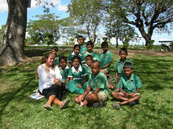 Projects Abroad vrijwilliger in Fiji met haar klas