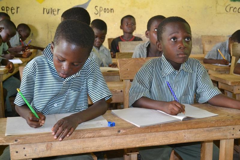 Kinderen in een klas in Ghana