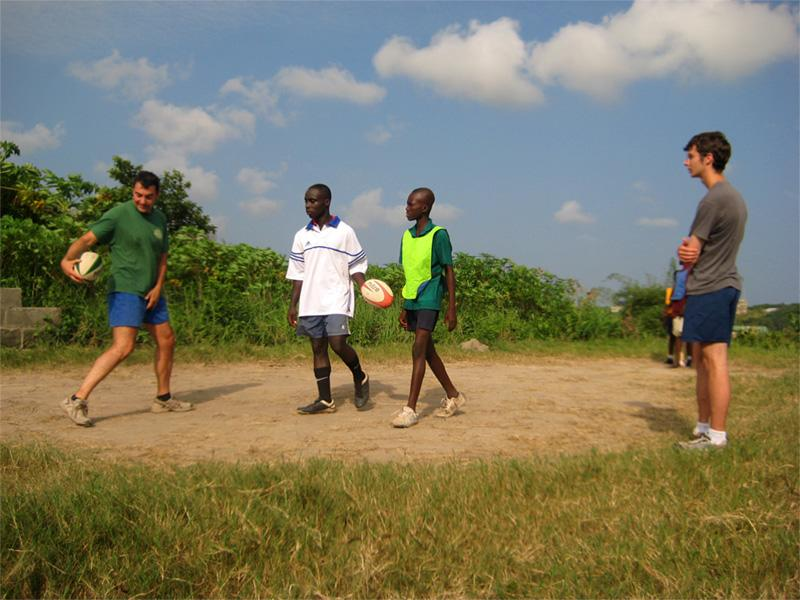 Projects Abroad vrijwilligers op het rugby project in Ghana