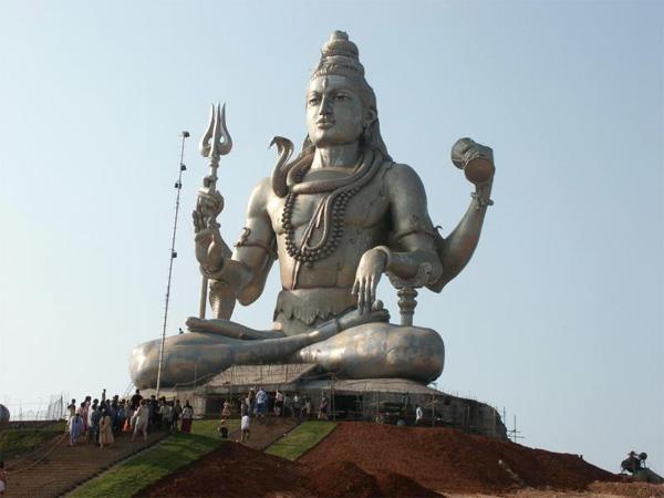Standbeeld van de Indiaase god Shiva in India