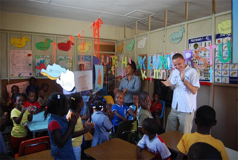 Projects Abroad vrijwilliger voor een klas op een lesgeef project in Mandeville