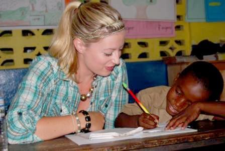 Projects Abroad vrijwilliger tijdens een lesgeef project in Jamaica