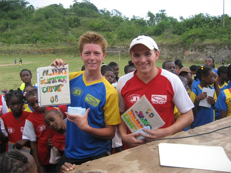 Projects Abroad vrijwilligers op het sport project in Jamaica