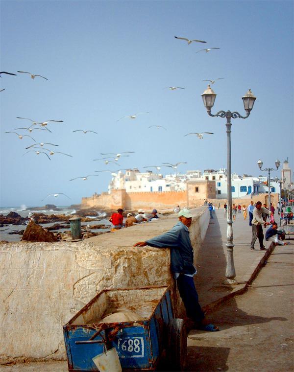 Boulevard langs de kust in de Marokkaanse stad Rabat