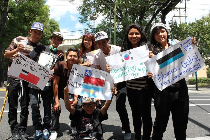 Een groep vrijwilligers met enkele locals in Mexico