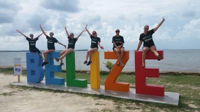 Projects Abroad vrijwilligers reizen in het weekend samen door Belize, Midden-Amerika
