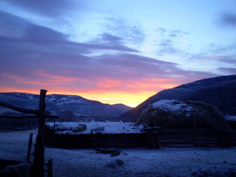 De zon die opkomt in Mongolië