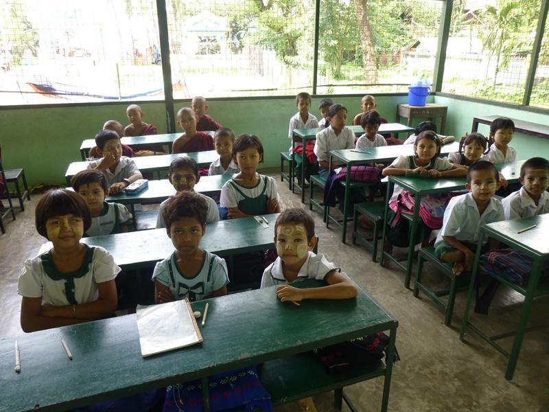Kinderen van de Dala kloosterschool in Myanmar