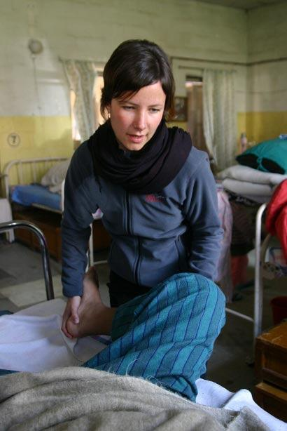 Projects Abroad vrijwilliger op een fysiotherapie project in Nepal