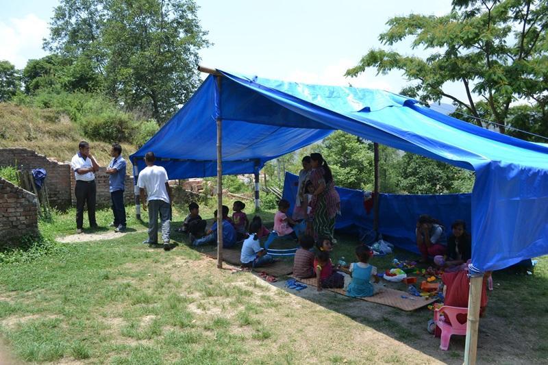 Tijdelijke school op het wederopbouw project in Nepal