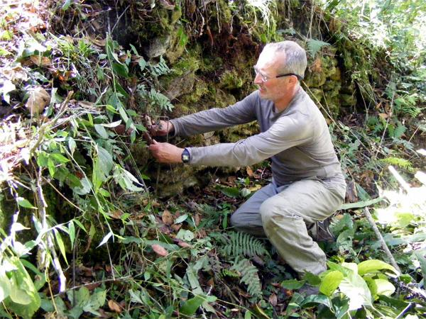 Projects Abroad vrijwilliger helpt mee op het Inca project in Peru