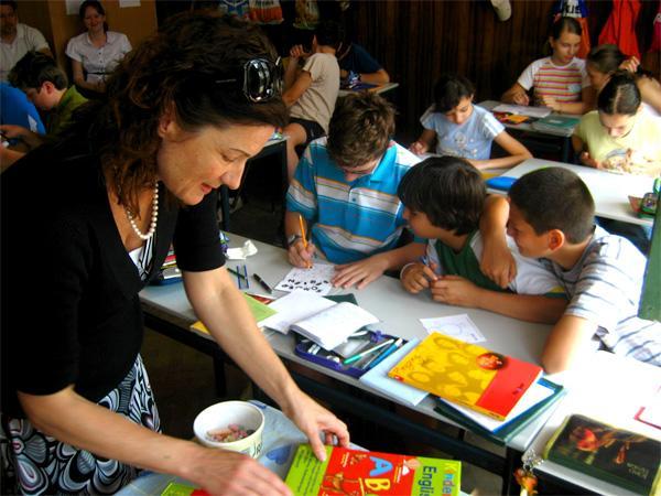 Projects Abroad vrijwilliger voor de klas bij een lesgeef project in Roemenië
