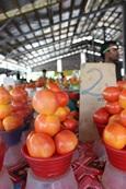 Lokaal fruit wordt uitgestald op een markt in Samoa