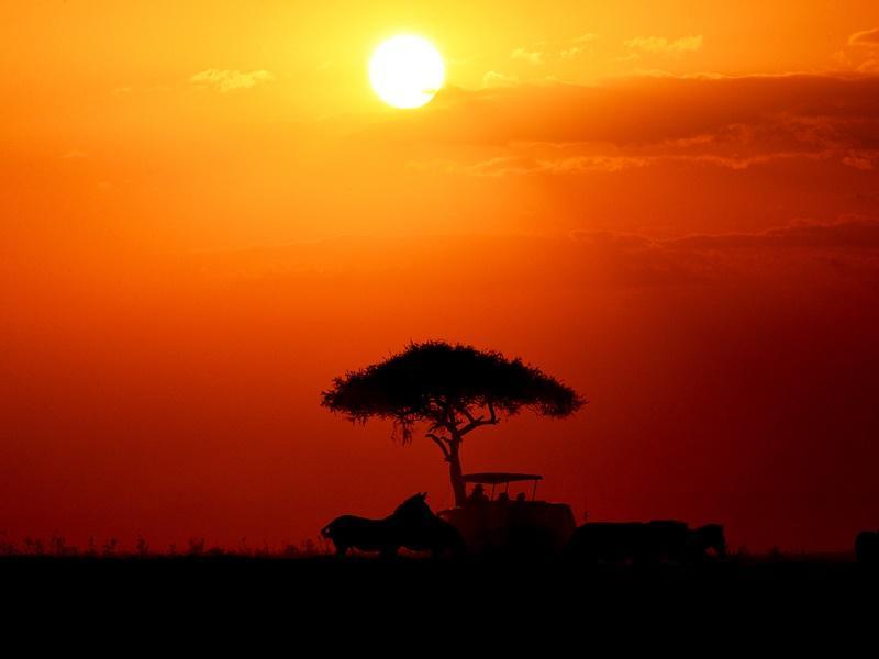 Een kleurige zonsondergang in Tanzania