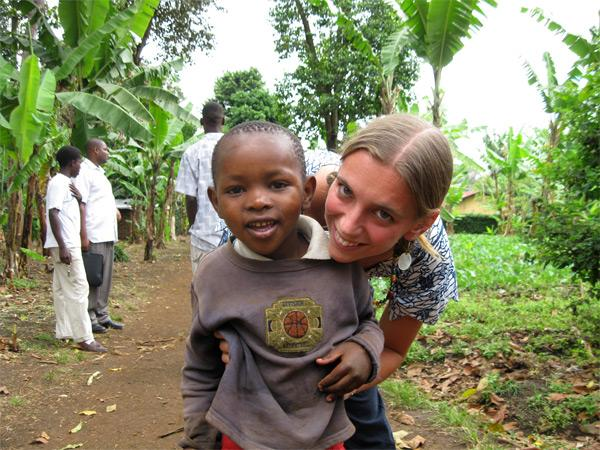 Projects Abroad vrijwilliger bij een sociaal project in Tanzania