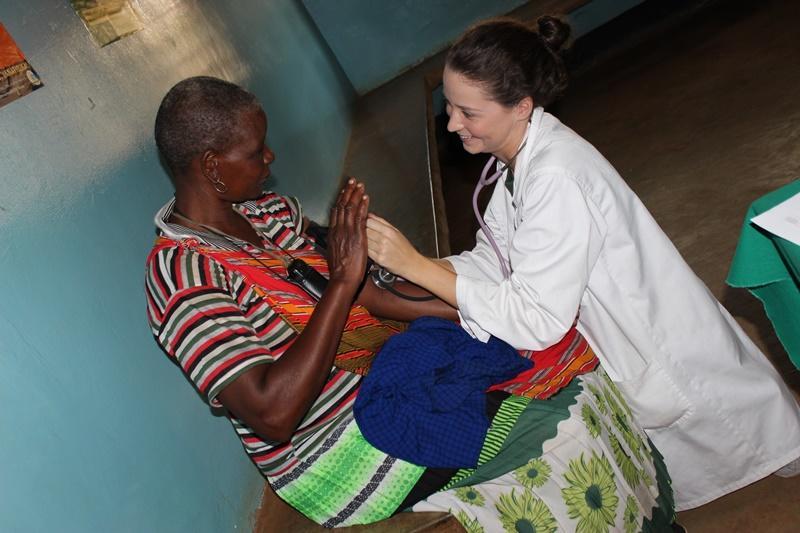 Vrijwilliger op een medisch project