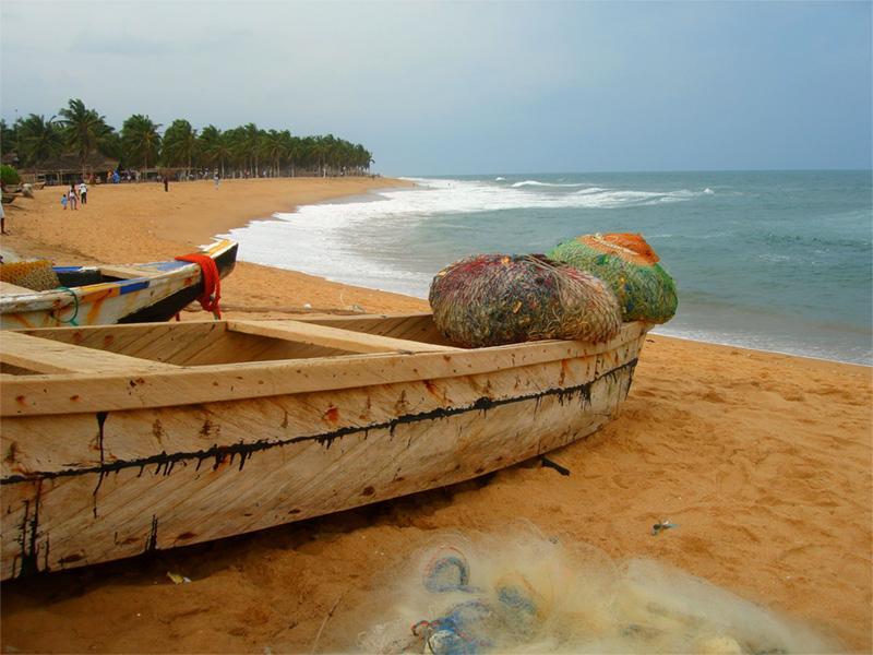 Een tropisch strand in Togo