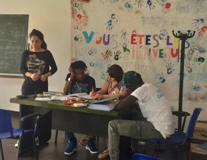 Flyktninger på et undervisningsprogram