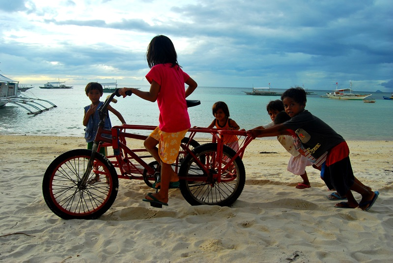 Children playing in Philippines