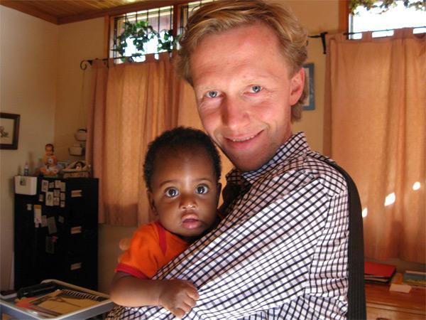 Volunteer doing care in Tanzania