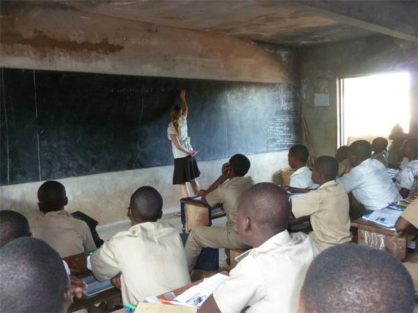 Teaching Volunteer leading a classroom